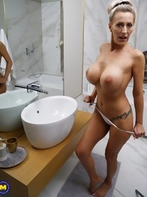 Busty blonde mom masturbates afrer shower